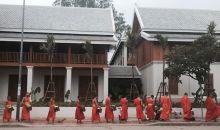 Ritual Tak Bat di Luang Prabang