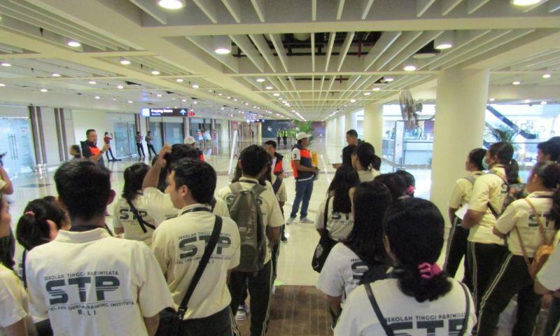 Simulasi Prosedur Layanan Wisatawan saat Ngurah Rai Ditutup
