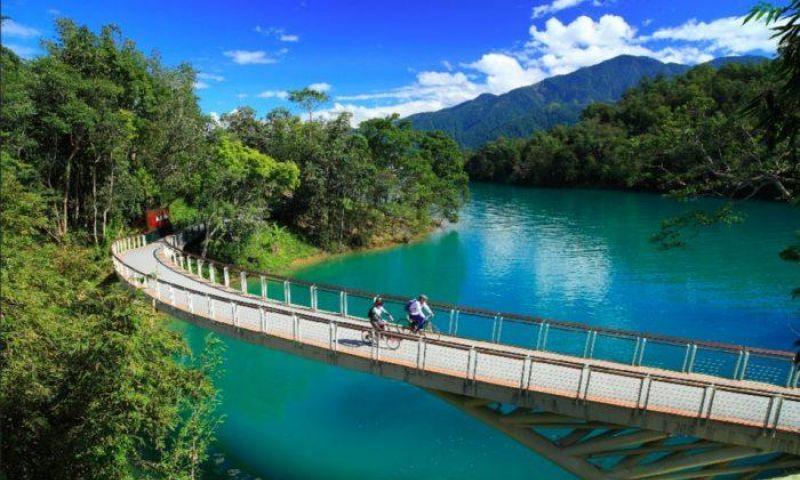 Sun Moon Lake, Surga Pecinta Keindahan & Aktivitas Gowes