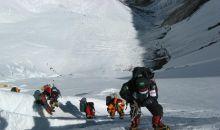 Lagi, 17 Pendaki Everest Positif Covid-19